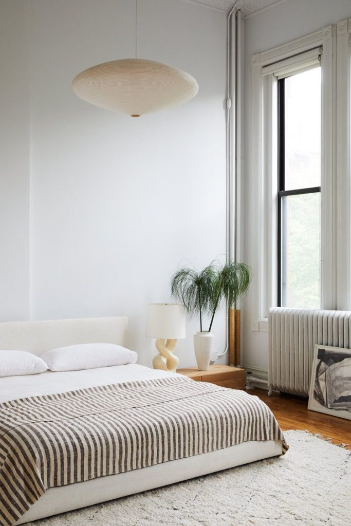 9 Stylish Minimalist Bedroom Decorating Ideas and Tips on Minimalist Bedroom Ideas  id=77576