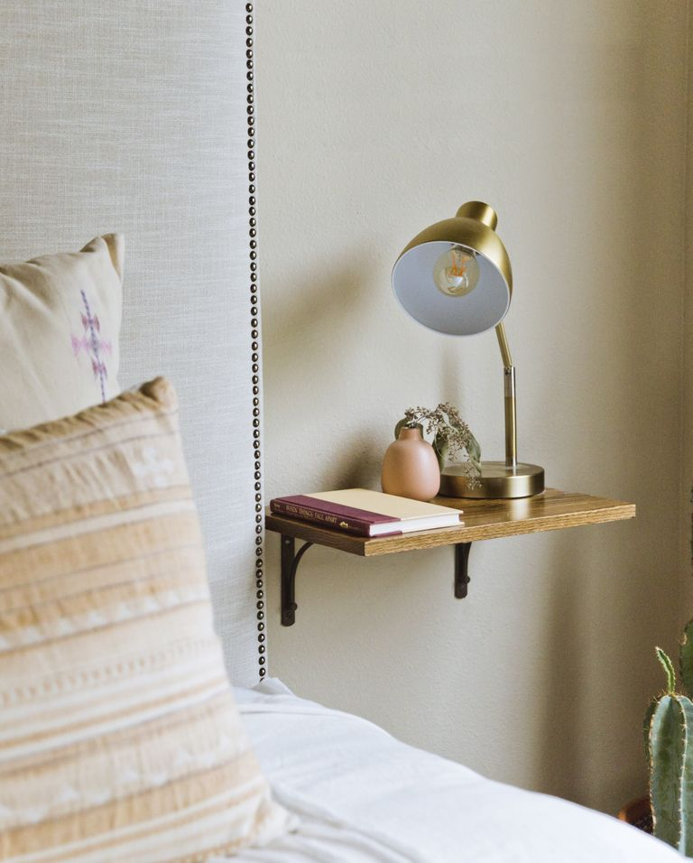 How-To-Organize-A-Small-Bedroom